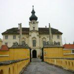 2004-12-14、Roland Batik 邸、Roland Batik は何とお城 (castle) に住んでます。、日本では考えられないでしょう!!?